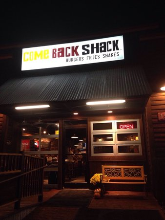 Come Back Shack: Outside view at night