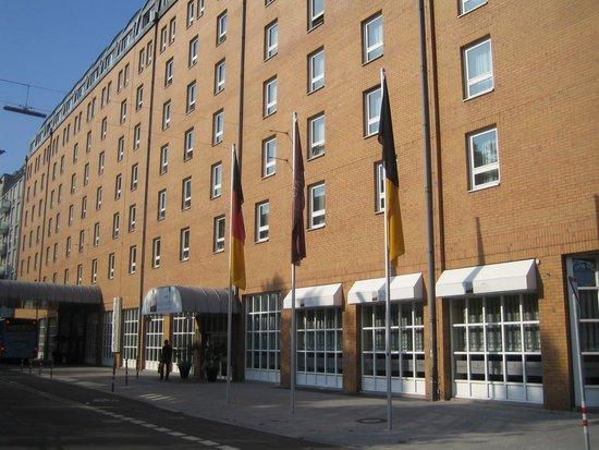 ACHAT Plaza Karlsruhe : Voorgevel hotel