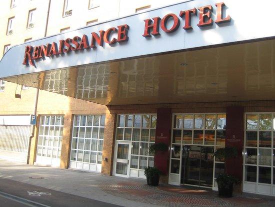 ACHAT Plaza Karlsruhe : Hoofd ingang hotel