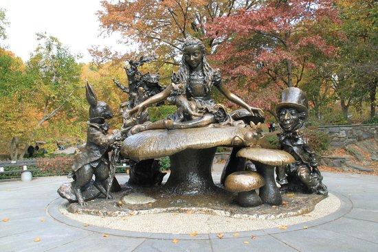 Alice in Wonderland Statue: Alice in the fall