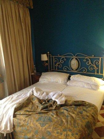 Albergo delle Drapperie: camera da letto