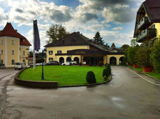 Hotel Friesacher: Hotel entrance