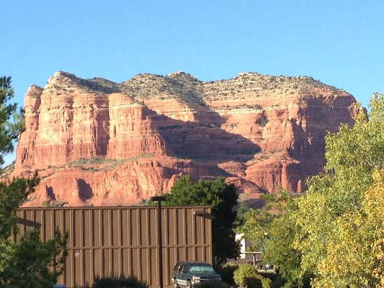 The Views Inn Sedona: This is the view from our second floor window in our room.