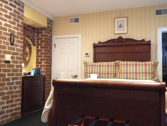 Hamilton-Turner Inn: Bed