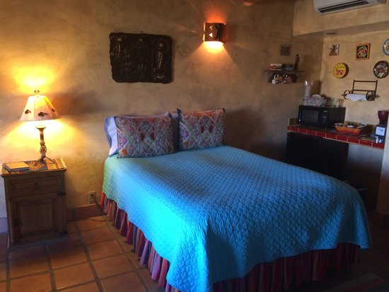 Wild Coyote Estate Winery Bed & Breakfast : Navajo Room