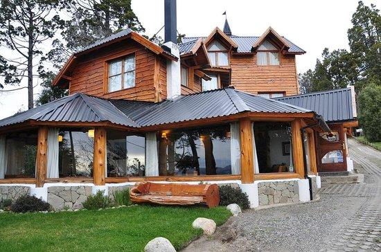 Hosteria La Malinka: Vista frente de la hostería