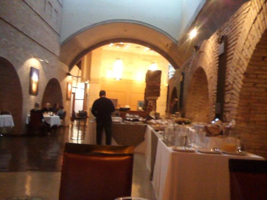 Del Bono Park Hotel Spa & Casino: Restaurant con partes antiguas de la bodega del bono