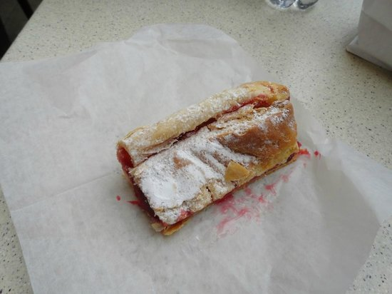 Helmut's Strudel: Cherry strudel just delicious!