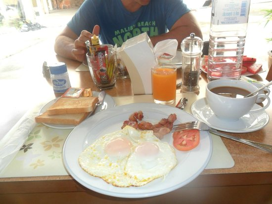 Pranang Flora House : Breakfast