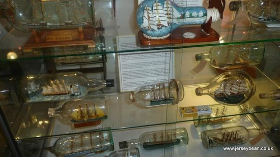 Holyhead Maritime Museum: Ship in a bottle collection