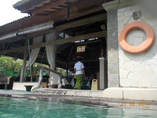 Adi Dharma Cottages: restaurant from the pool