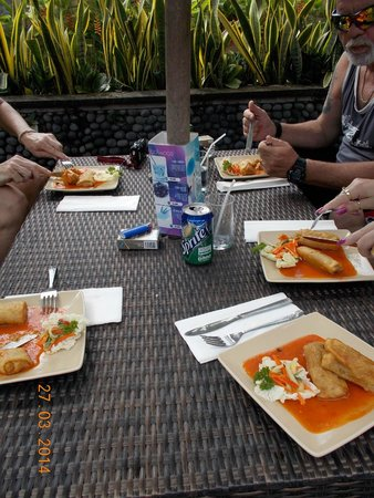 Adi Dharma Cottages: lumpia by the pool