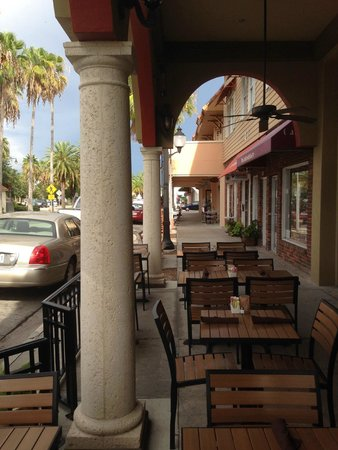 Cassariano Italian Eatery: You can sit outside.