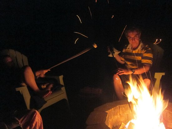Sky Valley Motel & Cottages: Smores anyone?