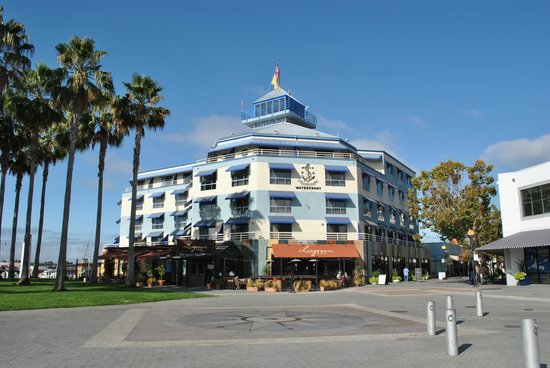 Waterfront Hotel: View of hotel from Jack London Square