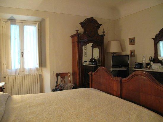 Agriturismo Montereggi : Authentic furniture