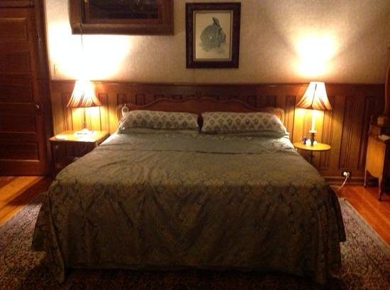 Calumet and Arizona Guest House: Comfortable king size bed