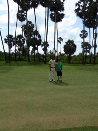 Angkor Golf Resort: 2nd green Ankgor Golf Resort