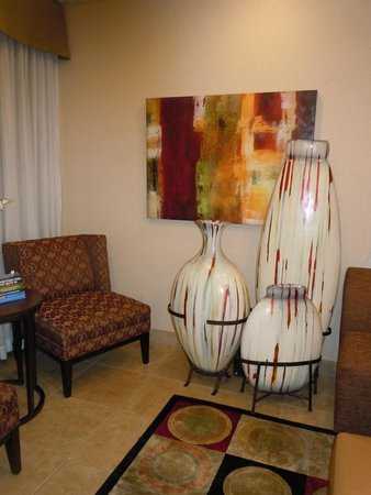 Best Western Knoxville Suites: Lovely vase collection in Lobby