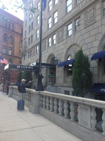 Loews Boston Hotel : Down below is The Precinct with great outdoor lighting