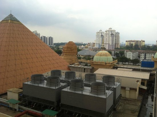 Sunway Pyramid Hotel East & West : View from room