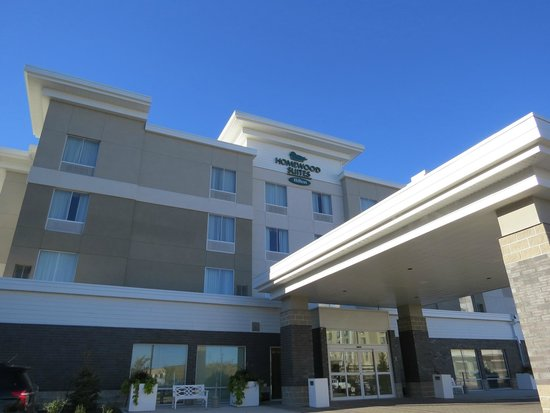Homewood Suites by Hilton Winnipeg Airport-Polo Park, MB: Front