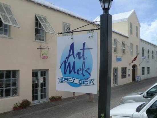 Art Mels Spicy Dicy: Best fish sandwich in Bermuda