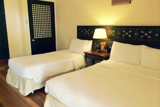 Sea Wind Boracay Island: Beds.. I think this room is good for 3 people