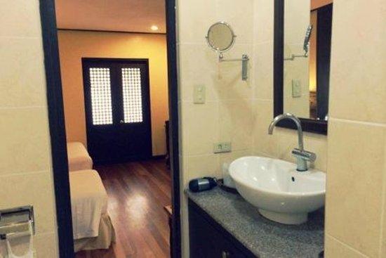 Sea Wind Boracay Island: washroom!