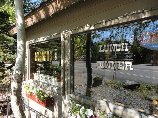 Burgers Restaurant: Front window