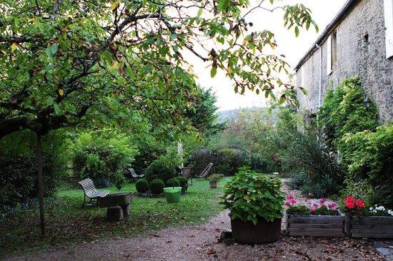 Hotel de Charme La Maison des Peyrat : The garden