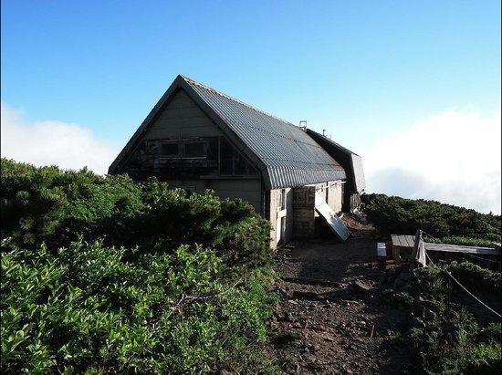 Yoteizan: 避難小屋