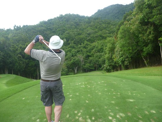 Santiburi Samui Country Club: One of the few straight shots