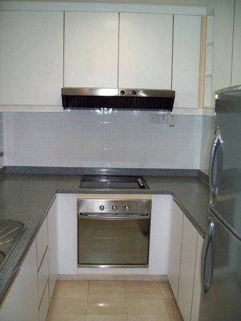 Somerset Bencoolen: Kitchen