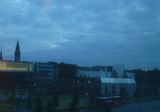 Holiday Inn Helsinki City Centre: Bela visão nas noites brancas de Helsinque
