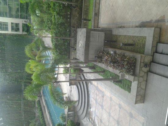 New World Manila Bay Hotel : Pool