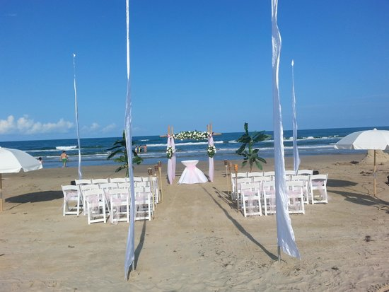 Peninsula Island Resort Spa Wedding On The Beach