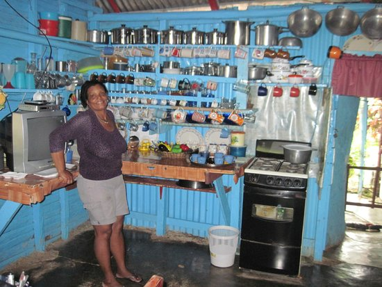 Xtreme-Buggy - Day Tours : Dominican kitchen and gracious host