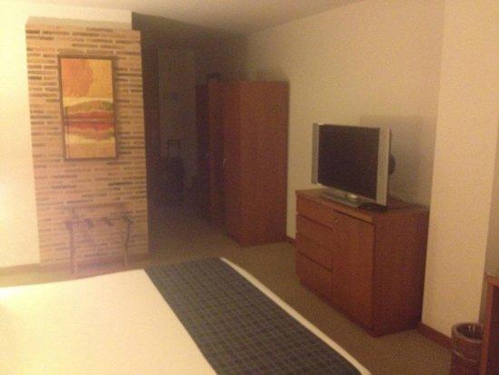 Habitel Hotel: Decor & TV