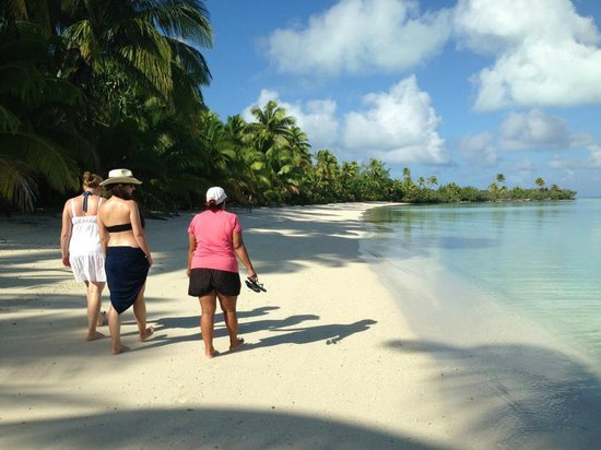 Slice of Heaven Charters: Guided beach tour