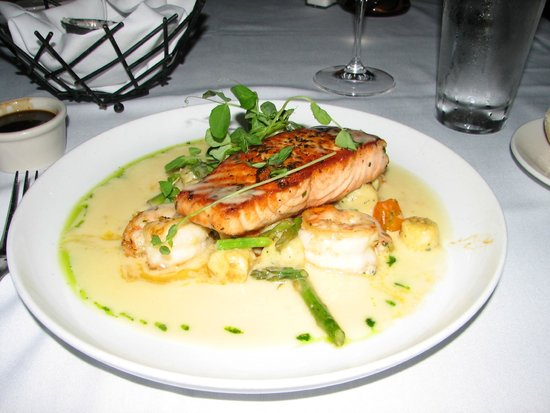 22 Bowen's Wine Bar & Grille: Delicious Salmon with Shrimp and Beurre Blanc