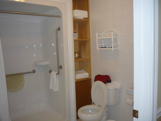 The Worn Doorstep : bathroom