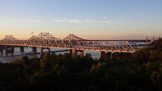 Days Inn & Suites Vicksburg: Mississippi River view.
