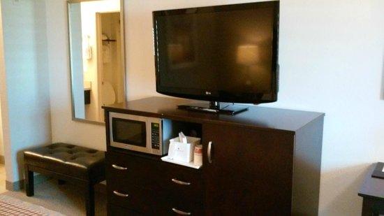 Ramada Tempe/At Arizona Mills Mall: TV, microwave, and fridge