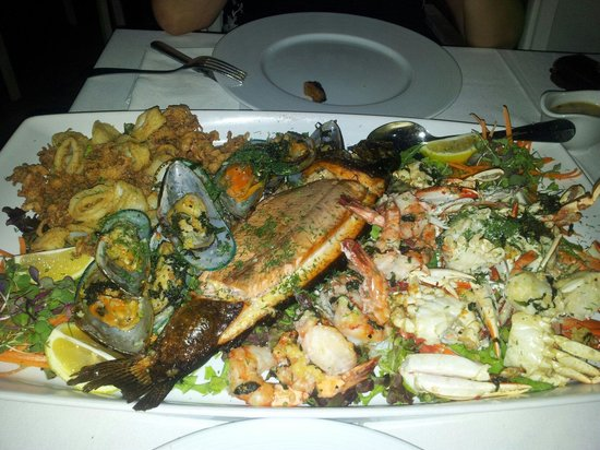 Alpina: Рыбная плата.очень вкусно приготовлены розовая форель и морепродукты.зачет. Особо понравились м
