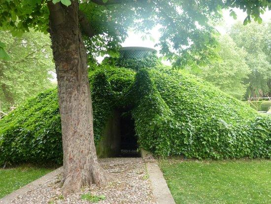 Ibis Paris Bercy Village 12eme: Park near Bercy Village