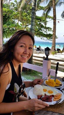 357 Boracay: Breakfast at their restaurant, beach front!