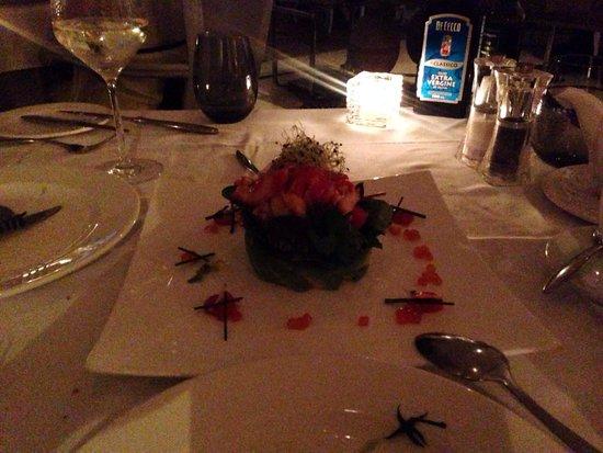Serafina: Салат с крабом, гуакомоле и цитрусовыми