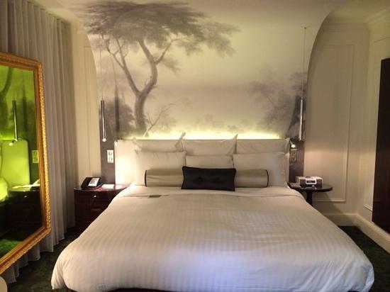 Renaissance Paris Le Parc Trocadero Hotel: Family Suite King Bed
