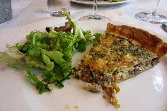 Le Taxi Jaune : Mushroom quiche with greens